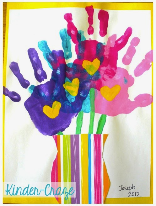 adorable handprint art that looks like a bouquet of flowers. Great idea for Mother's Day!