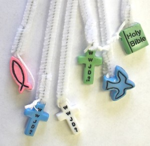 make a simple rosary with kindergarten students.