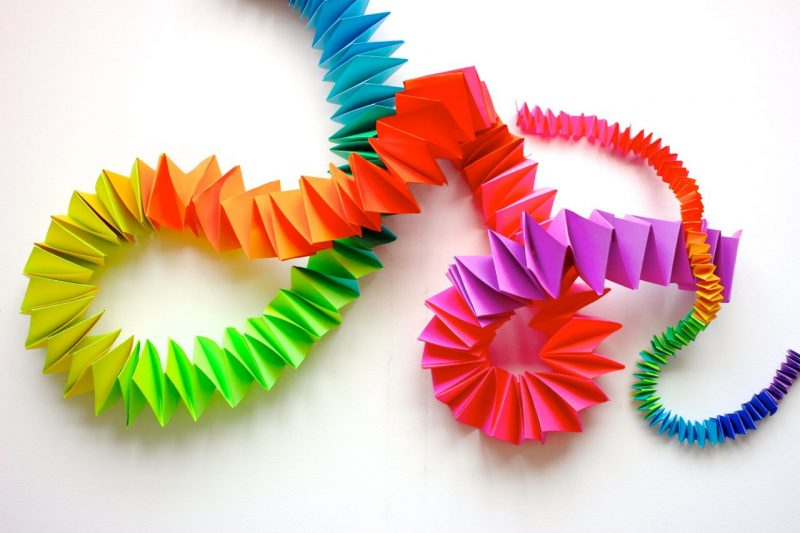 how to make a folded paper chain