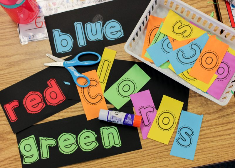 FREE color word book template - use Astrobrights paper to give it an extra POP of color | Kinder Craze blog