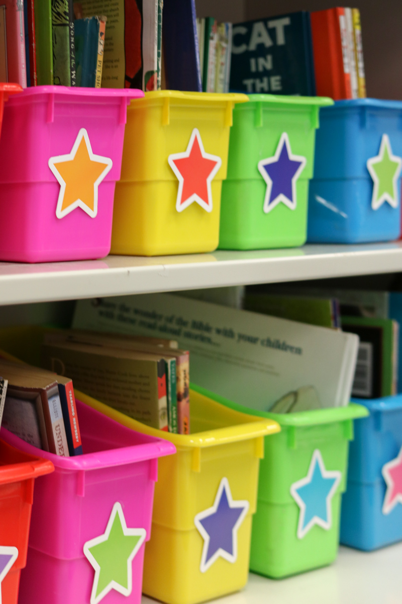 Twinkle Twinkle You're a STAR! classroom theme | classroom library | book bins | library bins | library organization | classroom tour | classroom decor | classroom setup | rainbow classroom theme | back to school | Kinder Craze blog