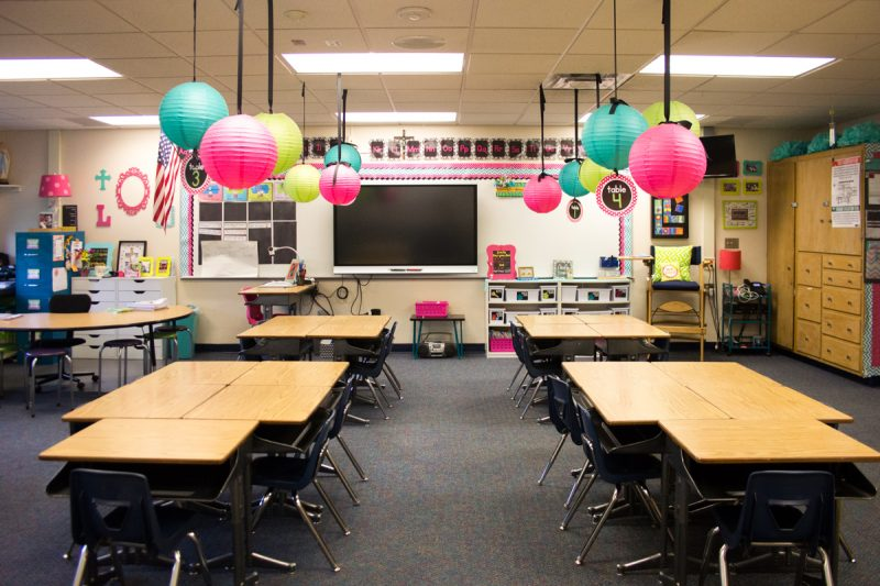 First Grade classroom tour | Schoolgirl Style decor | Tickle Me Pink Paisley theme | classroom before and after | classroom makeover | classroom decor | classroom decorations | Kinder Craze blog