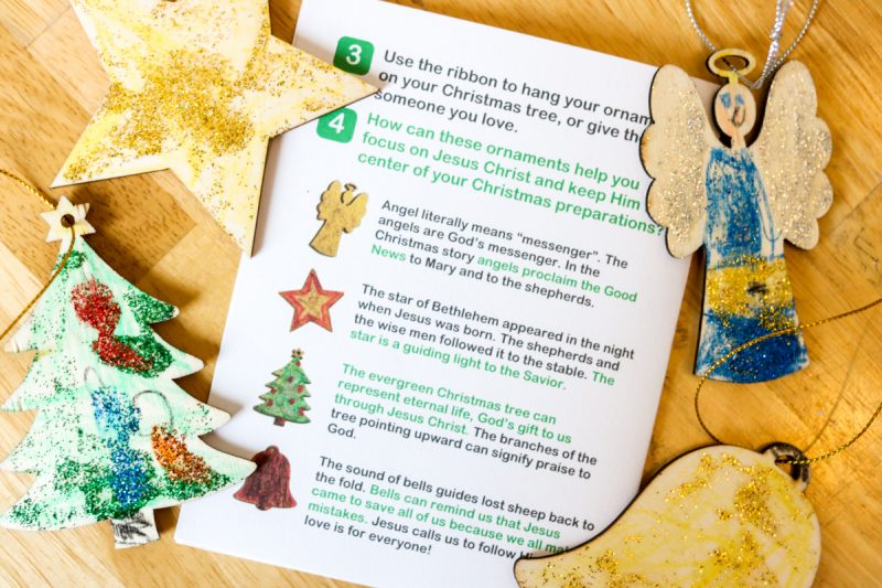 Celebrate the Advent season with a HelloBible Christmas box. HelloBible is a Christian subscription box for children ages 5-10. Each box comes with a book, supplies and instructions to complete 2 art projects, and prayer resources | Kinder Craze teaching blog #homeschool #christmas #advent #giftideas #catholicschool #christianeducation